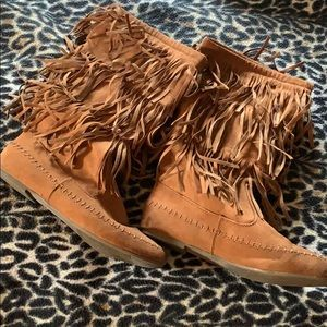 Arizona faux suede layer fringe boots